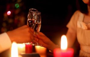 rendezvous-champagne-glass-christmas-tree-toasting-drinking