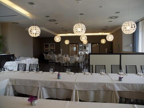sala-family-ristorante-restaurant-tavoli
